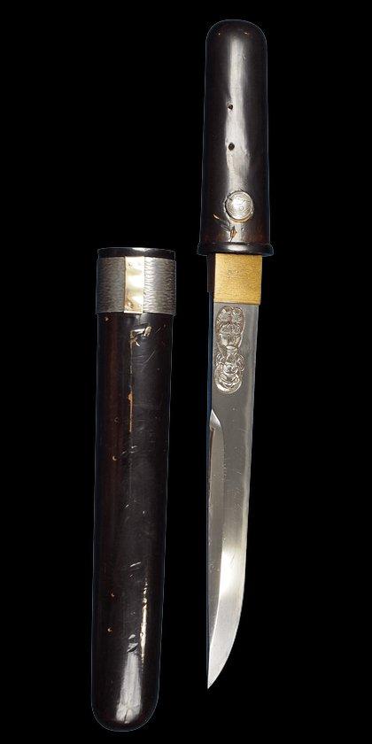 Japanese dagger. Aikuchi Kwaiken Dagger with Horimono. Not a tanto wakizashi or katana